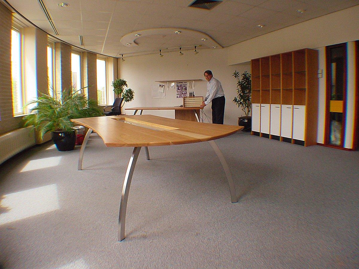 Representatieve conferentietafel voor 10 personen Bugsie Utrecht