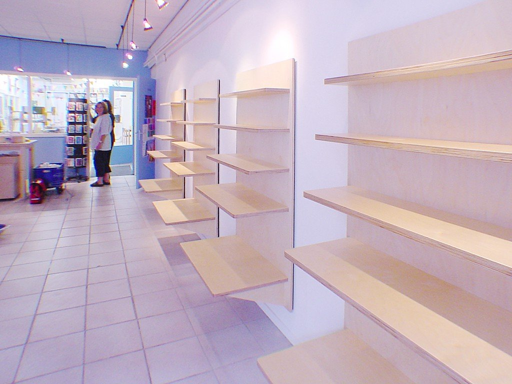 Zwevende plank ruimte voor keramiek en kaarsen