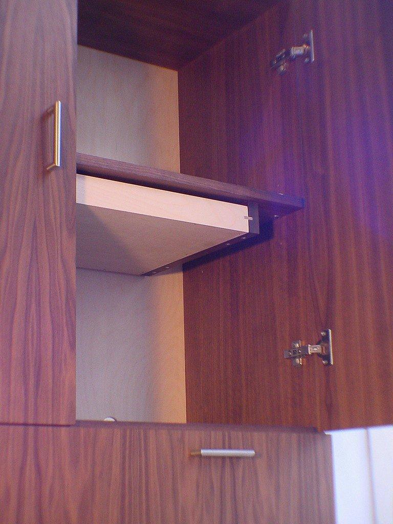 Notehoutenkast met lades en deuren