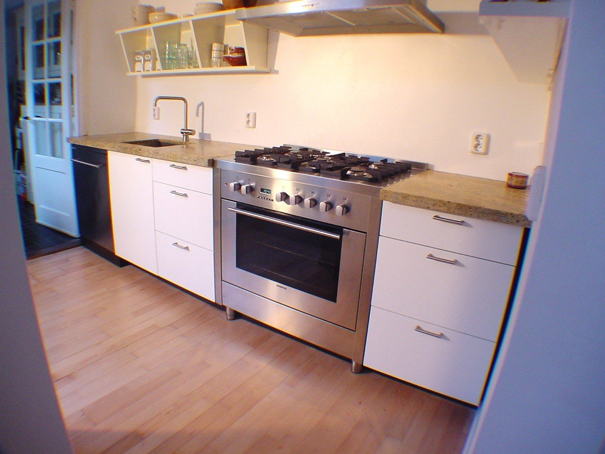Keuken op maat lakwerk en graniet