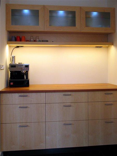 keuken in esdoorn, kersen en RVS