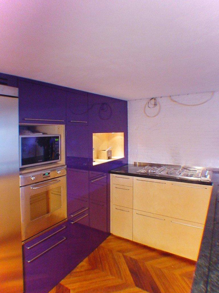 Keuken in berken, paars MDF en graniet Amsterdam