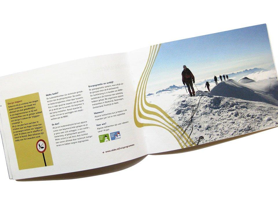 Brochure met het reisprogramma van de Nederlandse Klim- en Bergsportvereniging