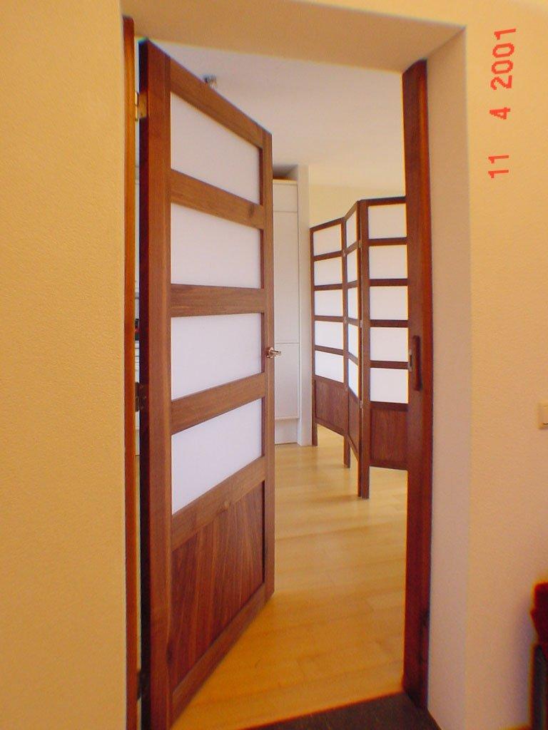 Interieur-ontwerp Van der Kuijl in noten, massief en fineer