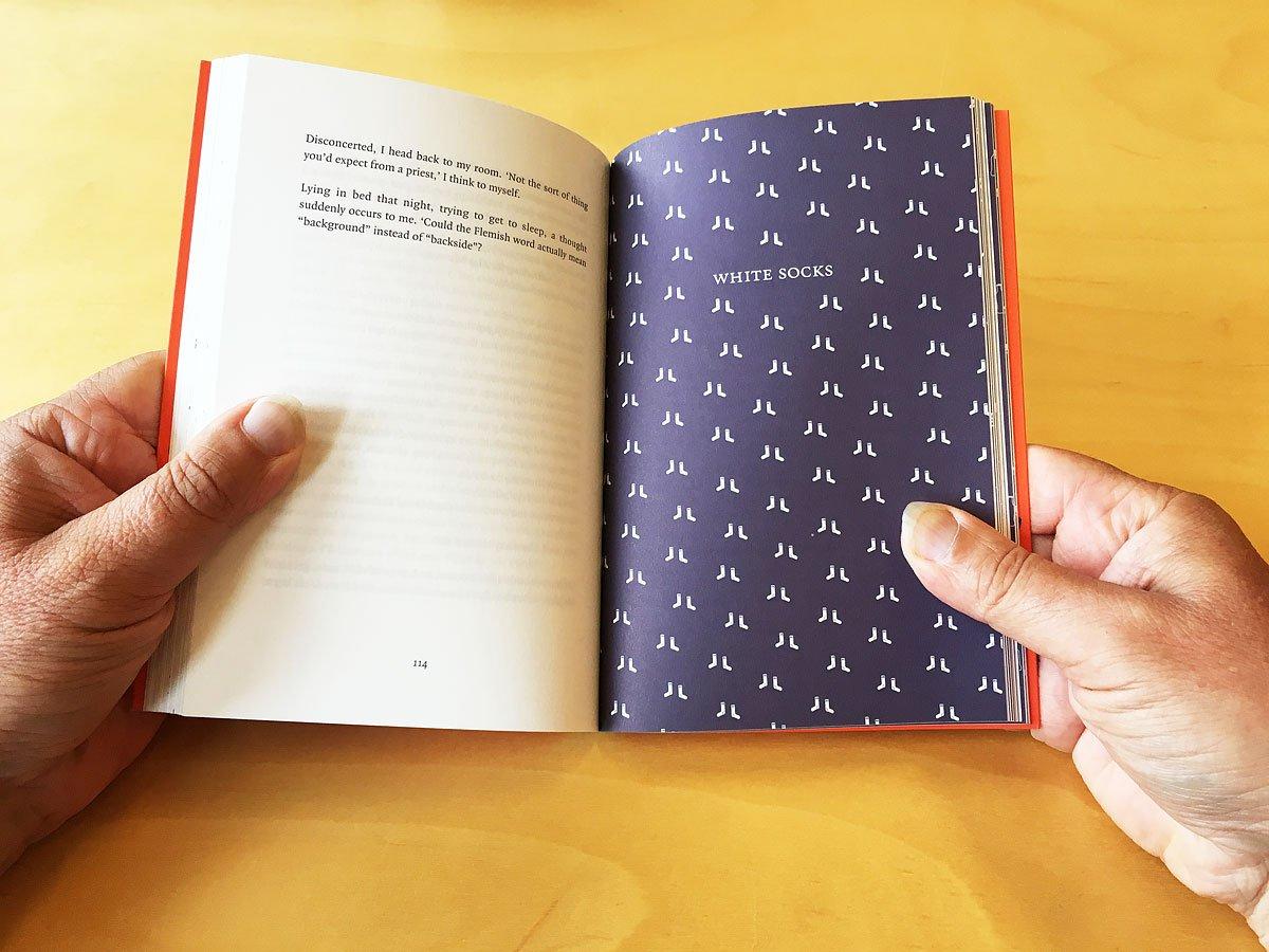 spread uit het boek Tulips in India, engelstalig relatiegeschenk van ontwikkelingsorganisatie ICCO