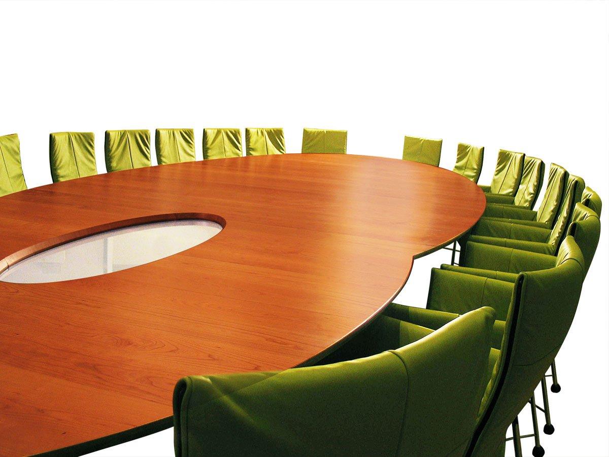 vergadertafel met ruimte voor 22 stoelen twee ovalen