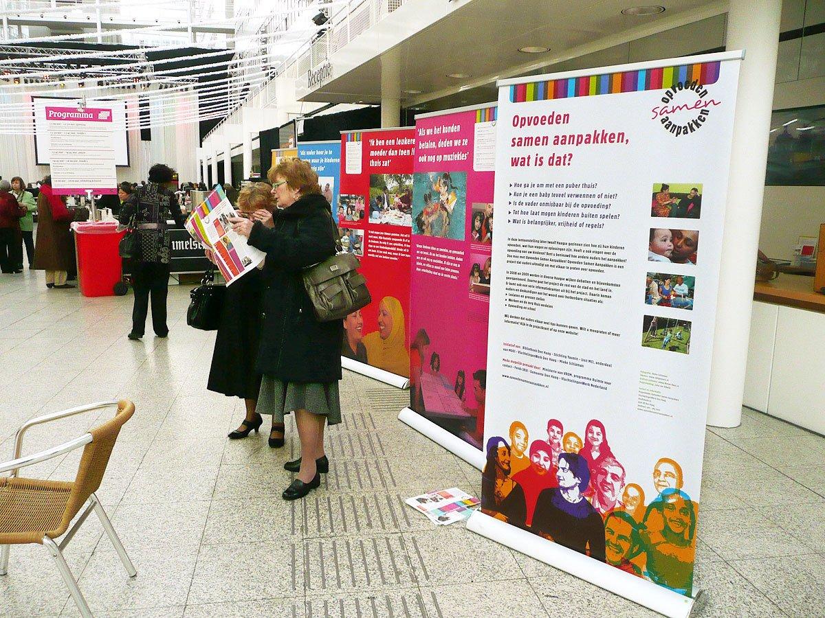 tentoonstelling panelen banners opvoeden samen aanpakken