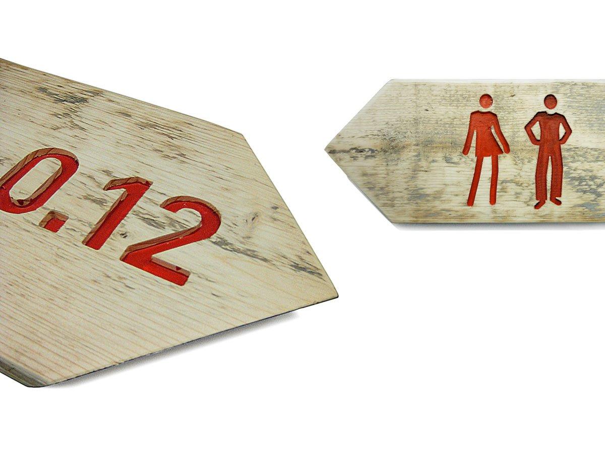 bewegwijzeringsbordjes van freeswerk uit steigerhout voor C'Mill bedrijventerrein