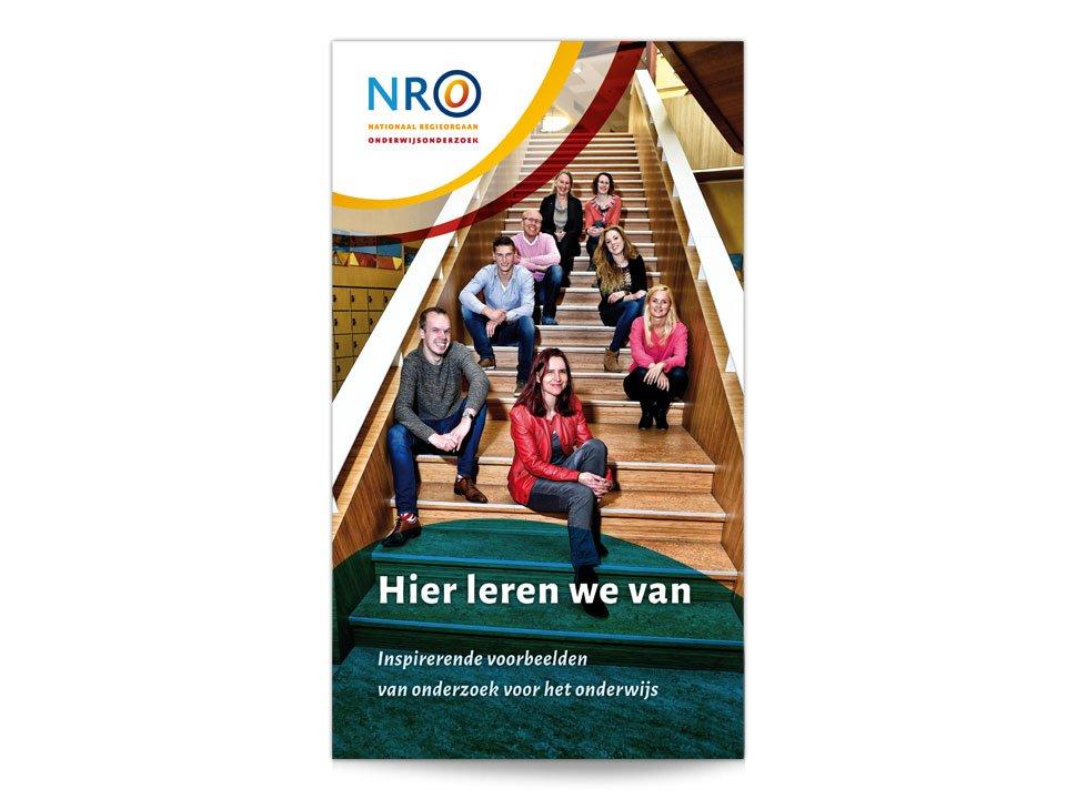 Cover van de publieksbrochure 'Hier leren we van' van het Nationaal Regieorgaan Onderwijsonderzoek