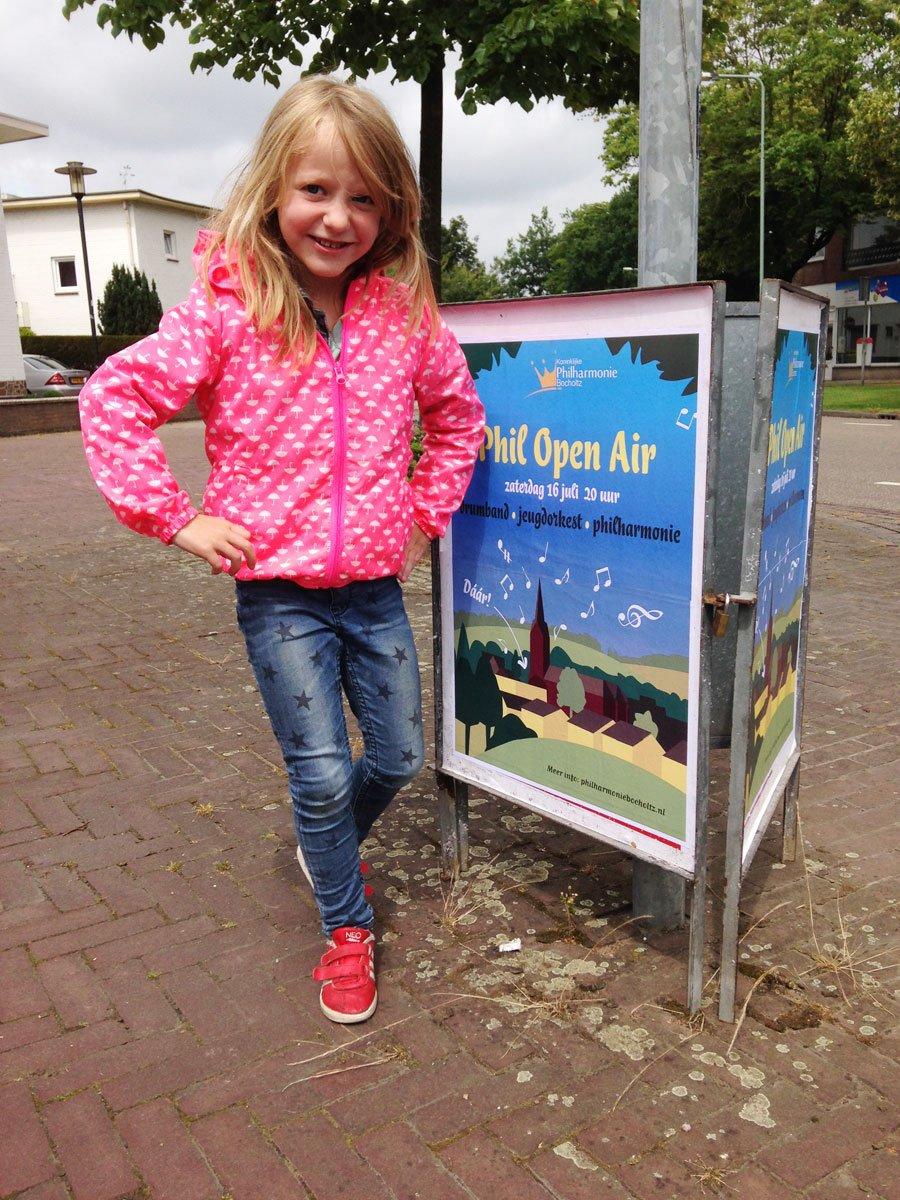 Poster van het Phil Open Air concert in Bocholtz op straat